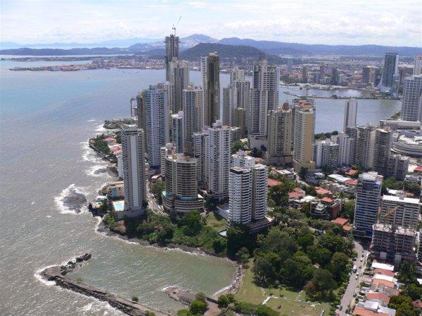 La imagen tiene un atributo ALT vacío; su nombre de archivo es Panama-vistas-2009-21.jpg